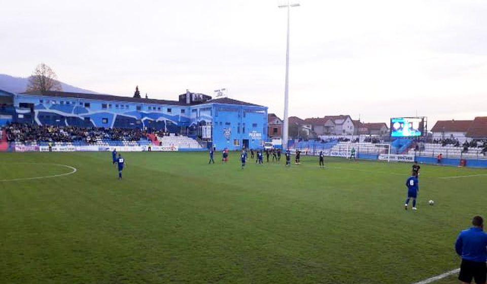 Detalj s početka utakmice u Surdulici. Foto VranjeNews