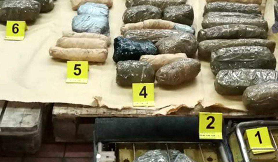 Zaplenjeno 15 kilograma marihuane. Foto MUP Srbije