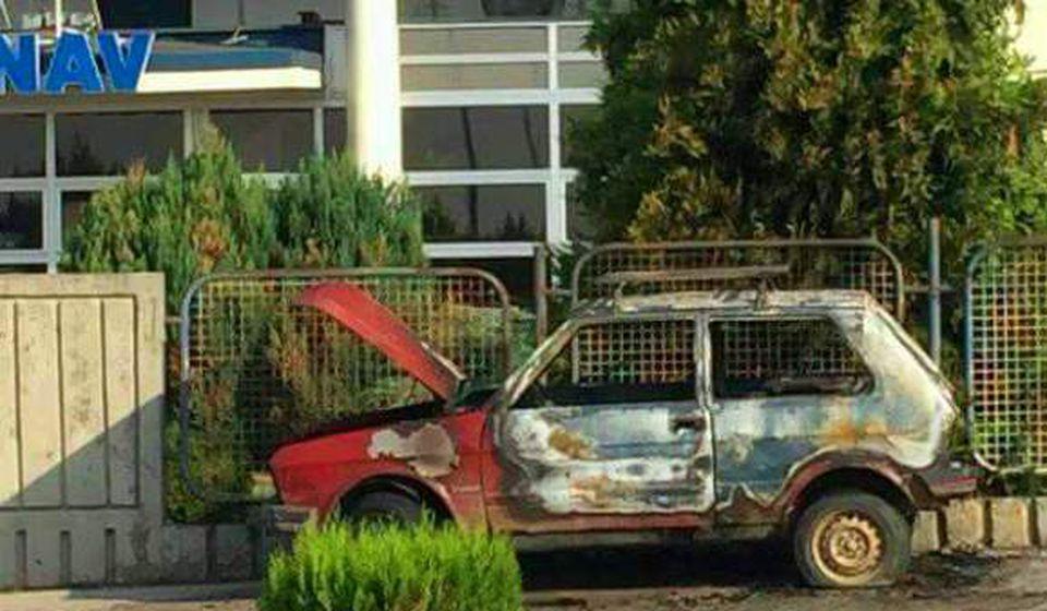 Šteta na automobilu je totalna. Foto VranjeNews
