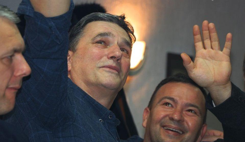 Slavko Živković (u sredini) najslabije plasirani južnjak na parlamentarnoj listi radikala. Foto Vranje News