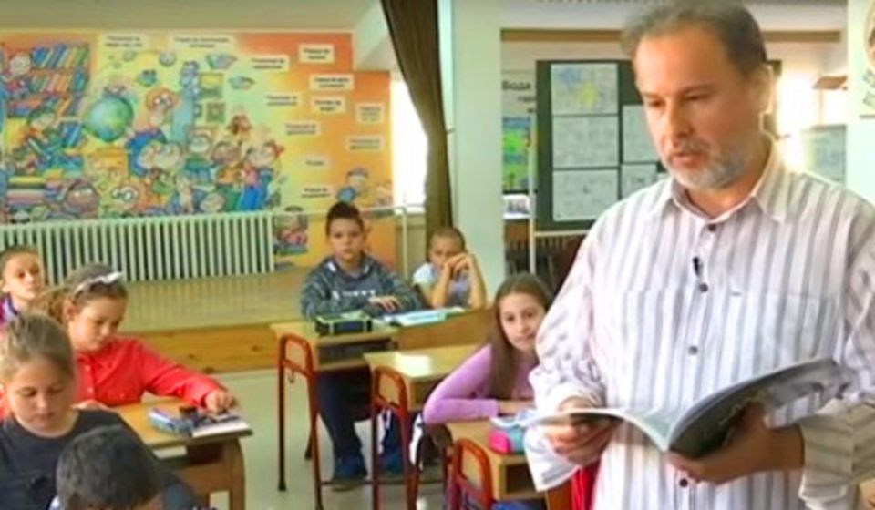 Miomir Dejanović Midej sa svojim đacima. Foto privatna arhiva