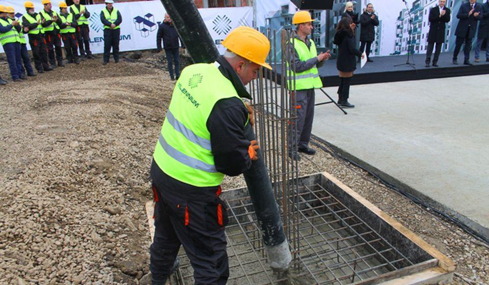 Polaganje kamena temeljca za prvu zgradu. Foto VranjeNews