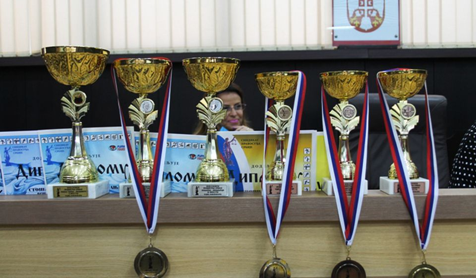 Pehari i medalje. Foto VranjeNews