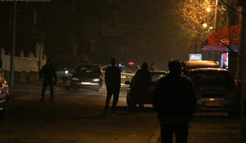 Scena po okončanju policijske potere za Marjanom Stamenkovićem, nakon što je posle dva dana bekstva počinio samoubistvo u Ulici Ive Andrića u Vranju. Foto Vranje News