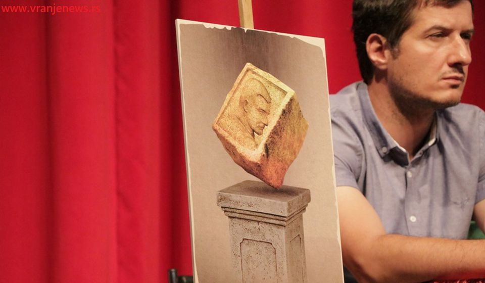 Idejno rešenje nagrade za najbolju predstavu festivala. Foto Vranje News