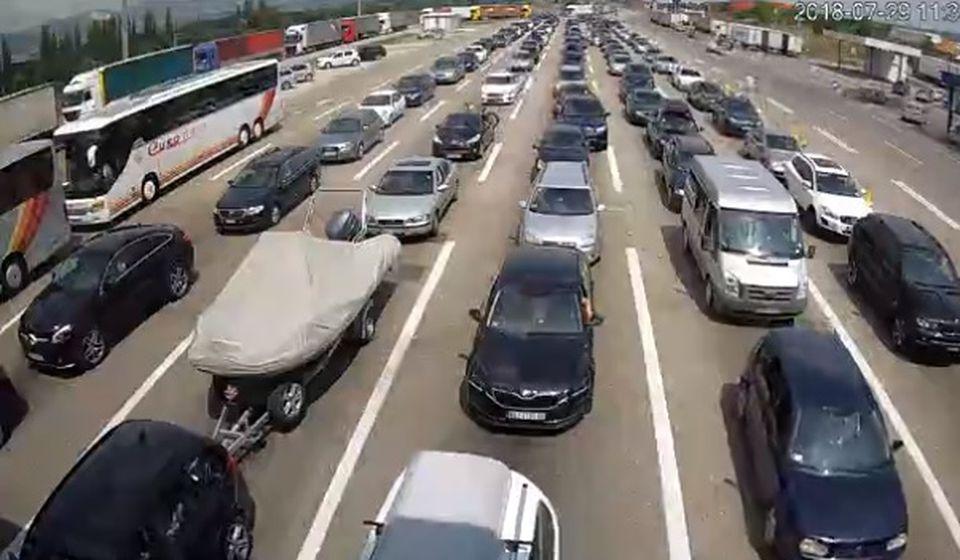Granični prelaz Preševo (izlaz iz Srbije) u nedelju oko 11.30. Foto Screenshot kamera AMSS
