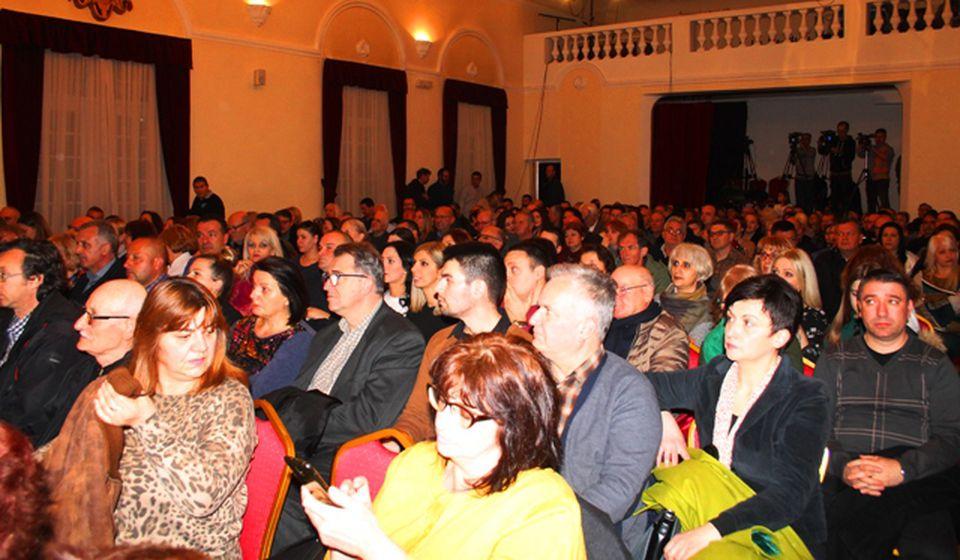 Publika ispunila salu. Foto VranjeNews