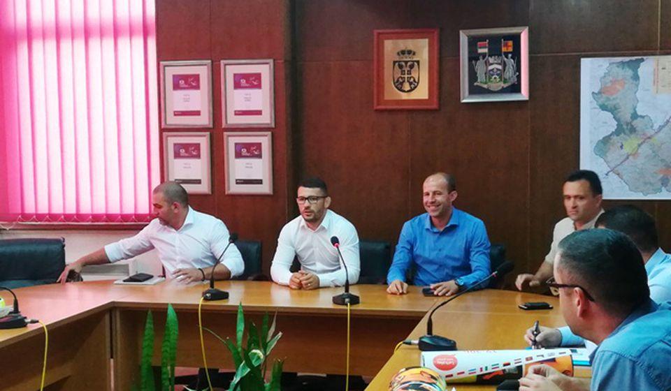 Sastanak sa predstavnicima saveza Pčinjskog okruga. Foto VranjeNews