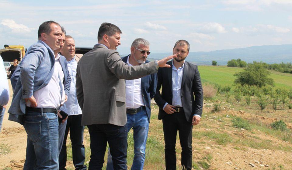 Pregovori teški, ali idu u dobrom smeru: Dragan Stevanović sa stranačkim kolegama. Foto VranjeNews