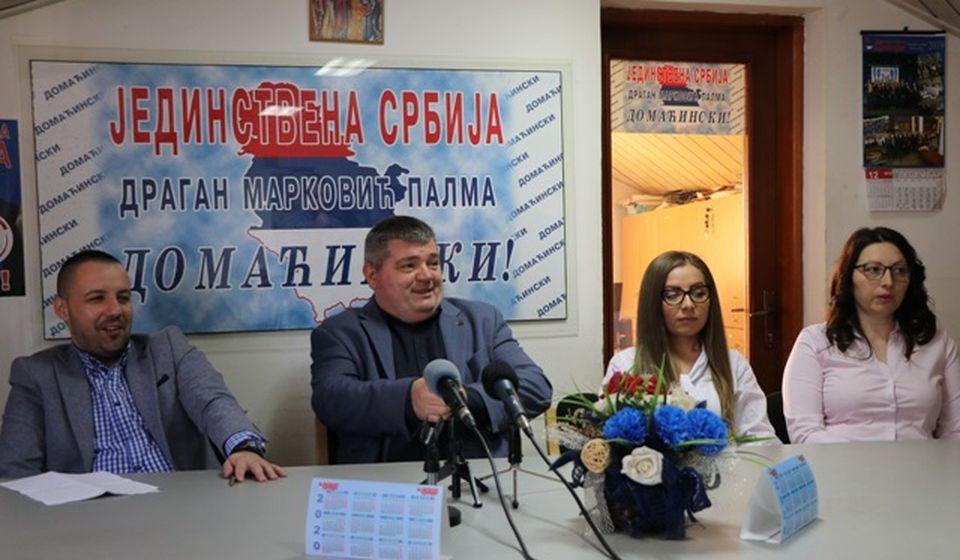 Momenat sklapanja predizbornog dogovora na lokalu. Foto Vranje News