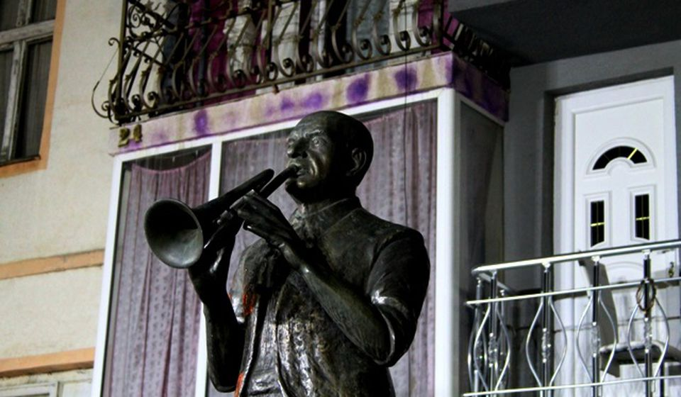 Pokojni Bakija Bakić ima svoj spomenik i memorijal u Vranju. Foto Vranje News