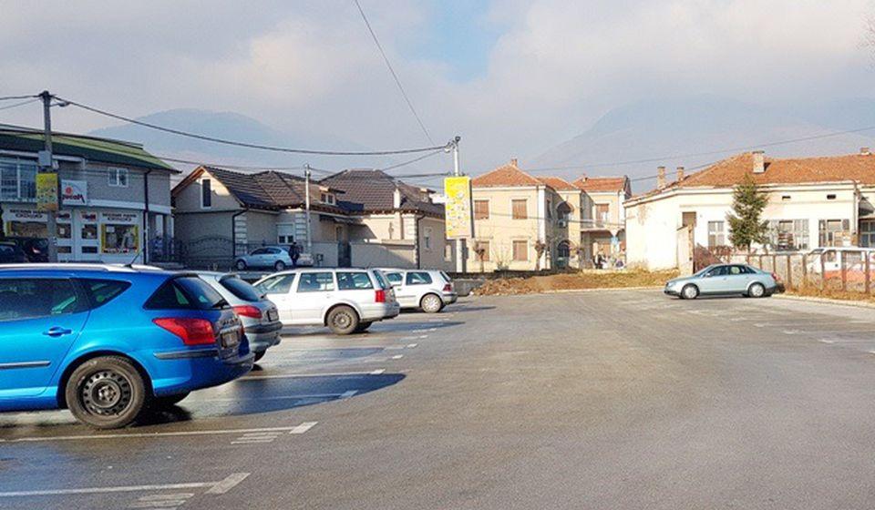 Parking u Dunavskoj ulici kod gradske bolnice. Foto Vranje News