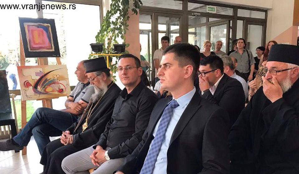 Gradonačelnik Mladenović sa gostima na otvaranju manifestacije. Foto VranjeNews