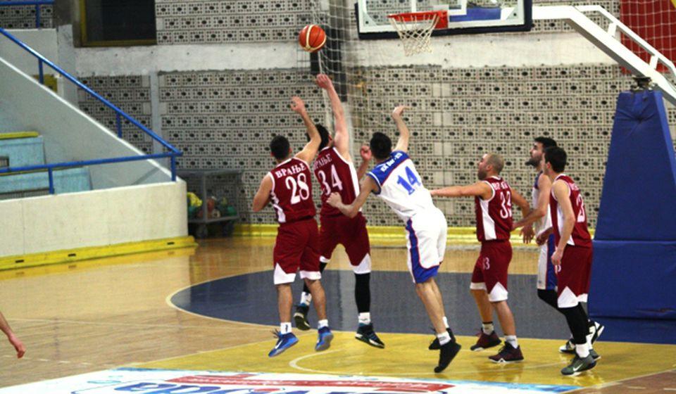 Košarkaše neće, pa neće. Foto Vranje News