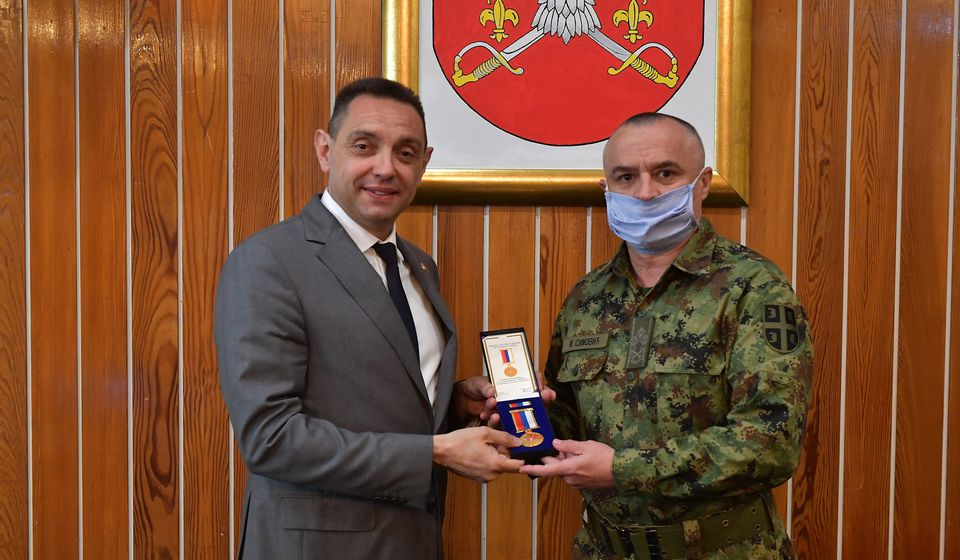 Priznanje povodom dvadesetogodišnjice NATO agresije uručio ministar odbrane. Foto MOD