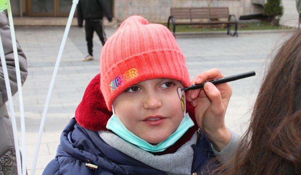 Anja Stojmenović slikala se za naš portal uz pristanak roditelja prilikom nedavne akcije NURDOR-a u Vranju. Foto VranjeNews