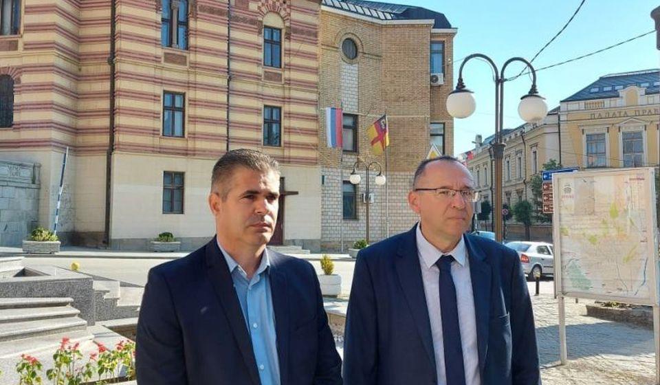 Predsednici drugostpene i prvostepene izborne komisije: Dušan Aritoniović i Stojan Ilić. Foto vranje.rs