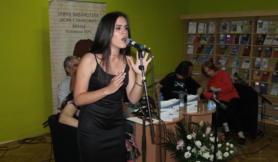 Mlada Vranjanka Mila Nikolić pevala na portuglaskom. Foto VranjeNews