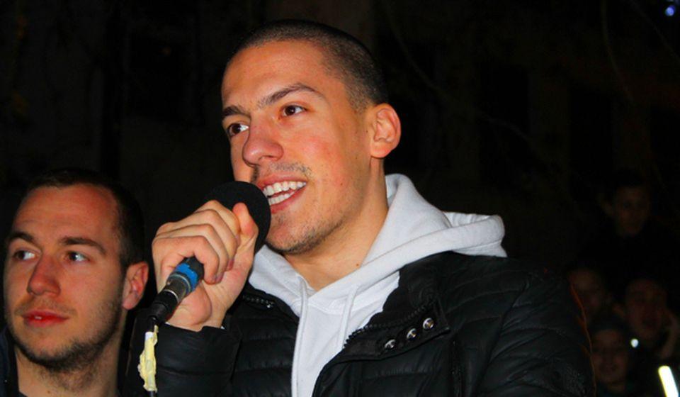 Bogdan Ilić aka Baka Prase na prednovogodišnjem nastupu u Vranju. Foto VranjeNews