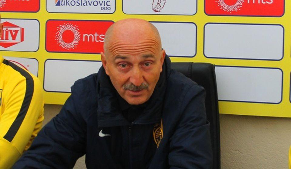 Jovanović udaren po džepu zbog ulaska na teren. Foto VranjeNews