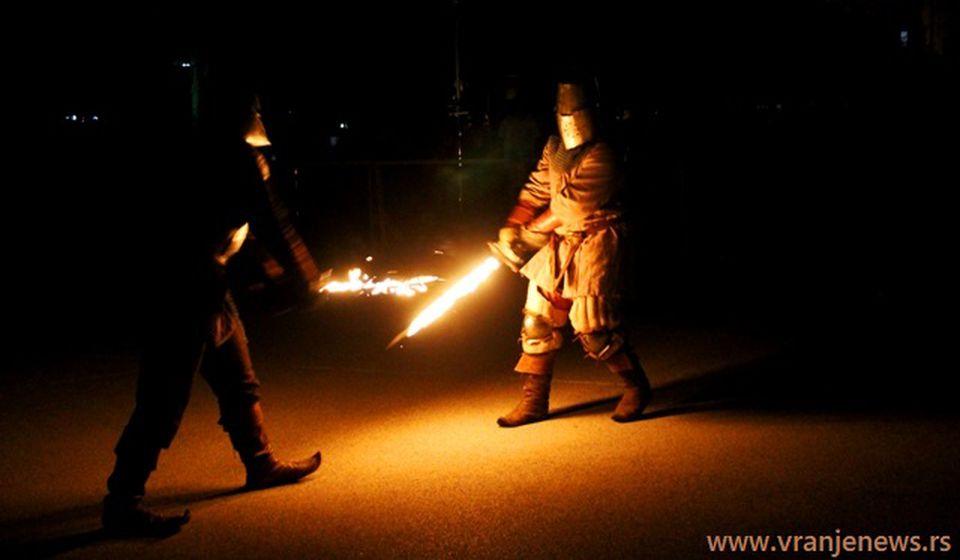 Veliki broj Vranjanaca uživao u predstavljanju učesnika i borbama vitezova. Foto VranjeNews