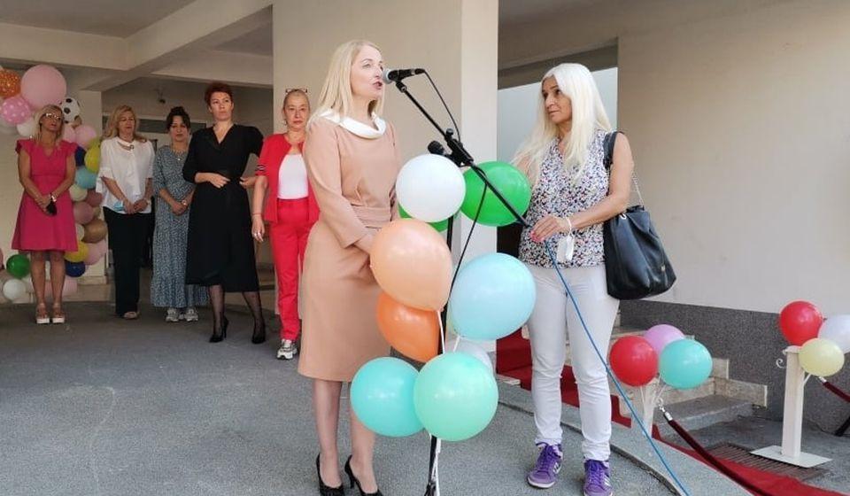 Zamenica gradonačelnika Zorica Jović obratila se prvacima u OŠ Vuk Karadžić. Foto vranje.rs