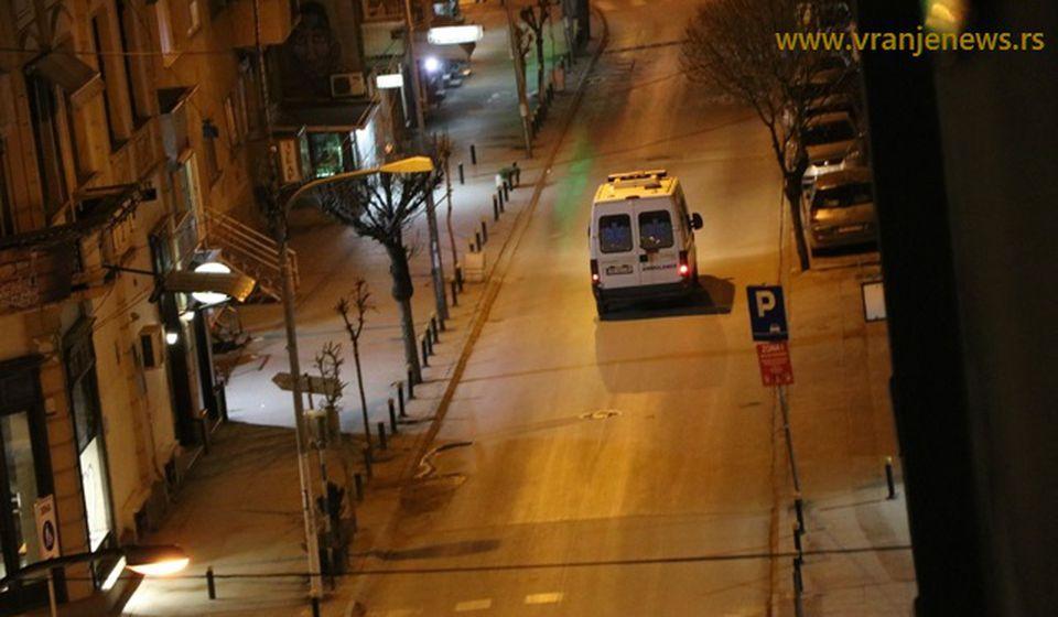 Samo policijska i vozila urgentnih službi na ulicama. Foto Vranje News