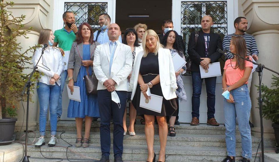 Polazak u Gimnaziju Bora Stanković đacima je čestitao predsednik SKupštine grada Vranja Dejan Tričković. Foto vranje.rs