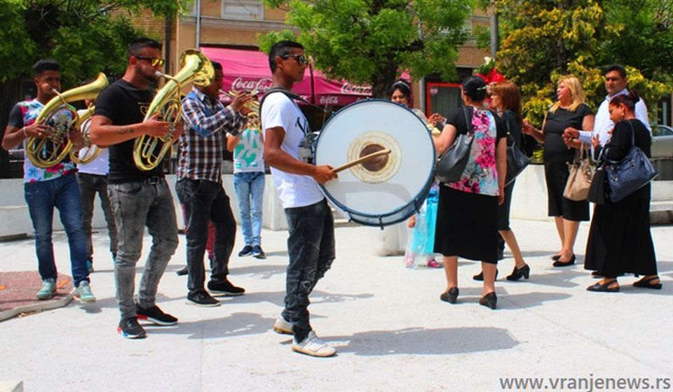I Romska muzika i etnos u novije vreme doživljavaju preobražaj: atmosfera uoči romskog venčanja u Vranju. Foto Vranje News