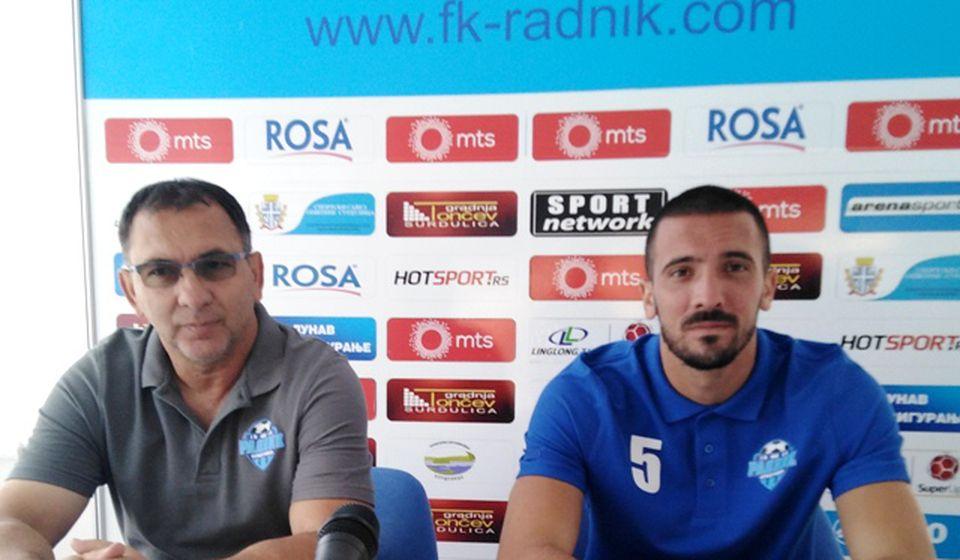 Trener Božičić i kapiten Radnika Stevanović na konferenciji za medije. Foto D. Mirčev