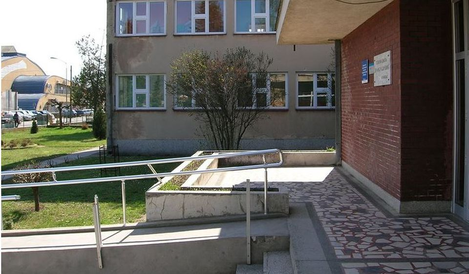 Čistiće se zgrada i dvorište OŠ Branko Radičević u Bujanovcu. Foto školska arhiva