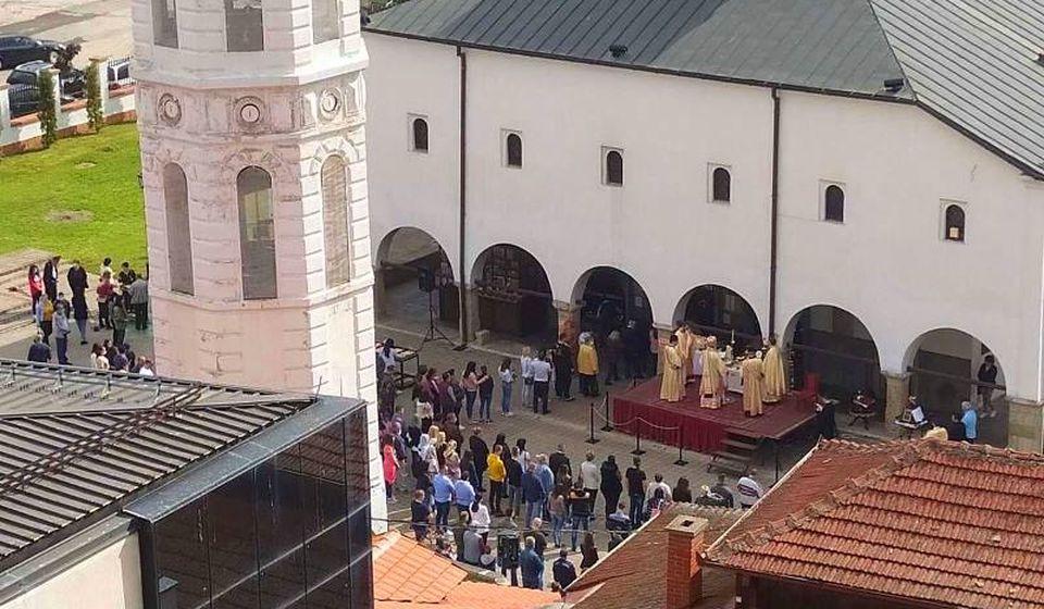 Obeležavanje Vaskrsa jutros u Hramu Svete Trojice u Vranju. Foto Vranje News