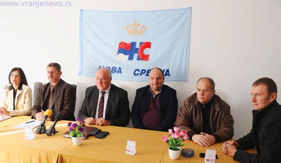 Sa današnje konferencije u sedištu Nove Srbije. Foto VranjeNews