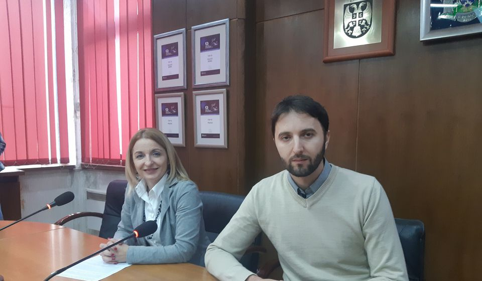Gradski većnici Bojan Kostić i Zorica Jović na konferenciji za medije posle sednice Gradskog veća. Foto Grad Vranje