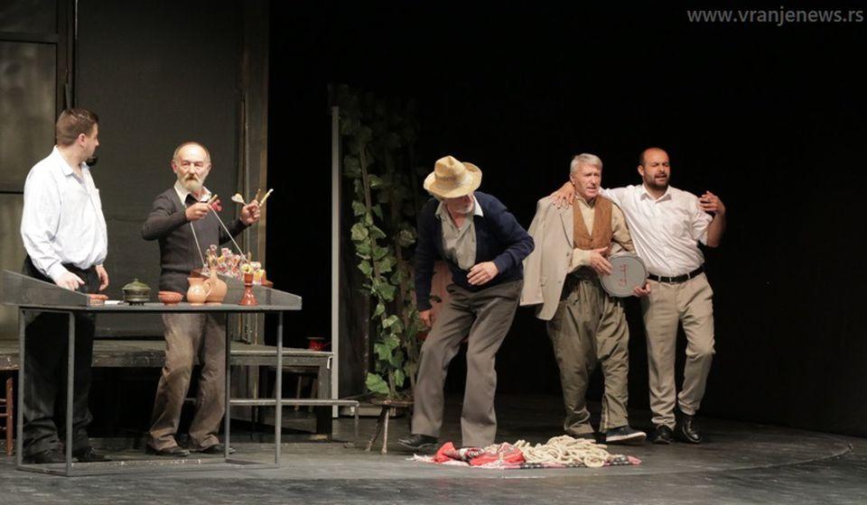 Detalj iz predstave Ludi Ljuba. Foto Vranje News