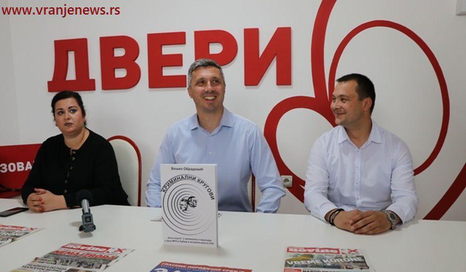 Bojkot, prelazna vlada, pa smena vlasti: Boško Obradović na konferenciji za medije. Foto Vranje News