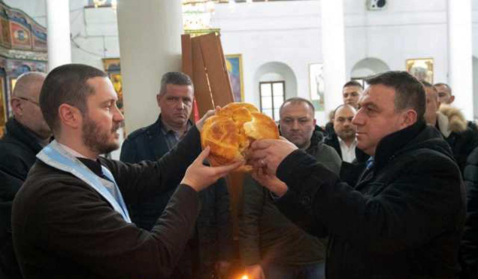Obavljeno rezanje slavskog kolača u Gradskoj crkvi. Foto JS