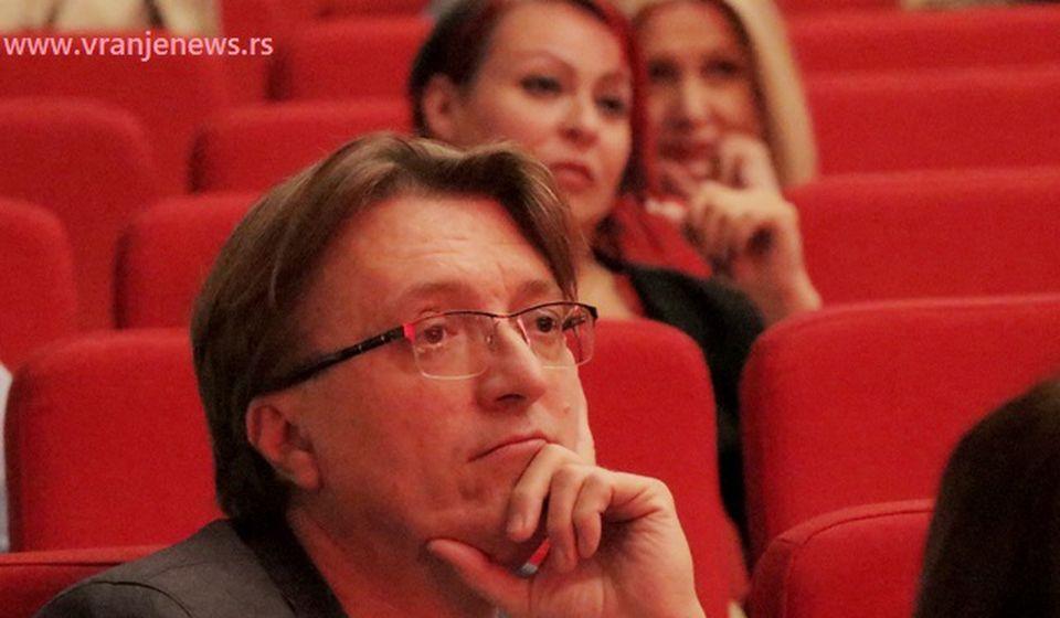 Željko Hubač u sali obnovljenog vranjskog teatra. Foto VranjeNews