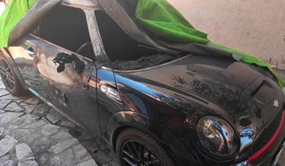 Stojmenovićev automobil nakon paljevine. Foto I. Mladenović