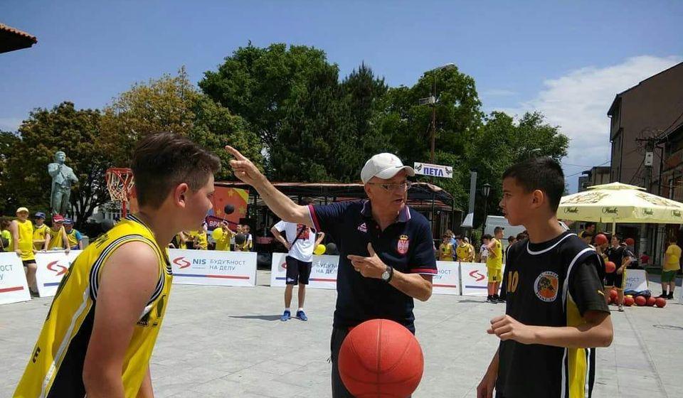 I košarka jedan od trofejnih sportova mladih Vranjanaca. Foto KK Panteri