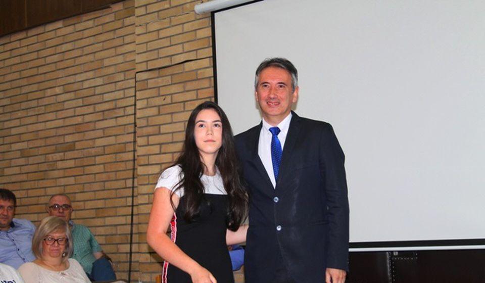 Jelena Mitić, đak generacije OŠ Dositej Obradović. Foto VranjeNews