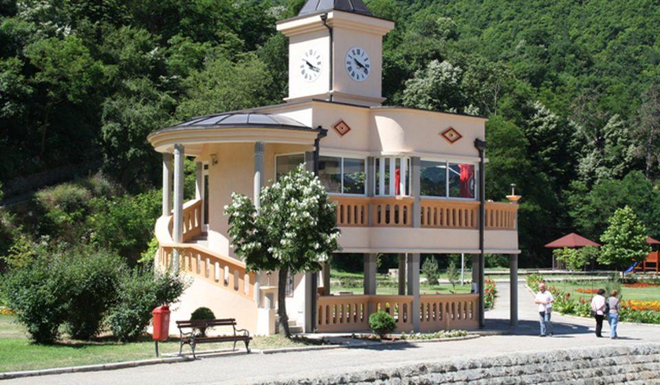 Neko će morati da odgovara za bazen: Sahat kula u Vranjskoj Banji. Foto D. Dimić, VranjeNews