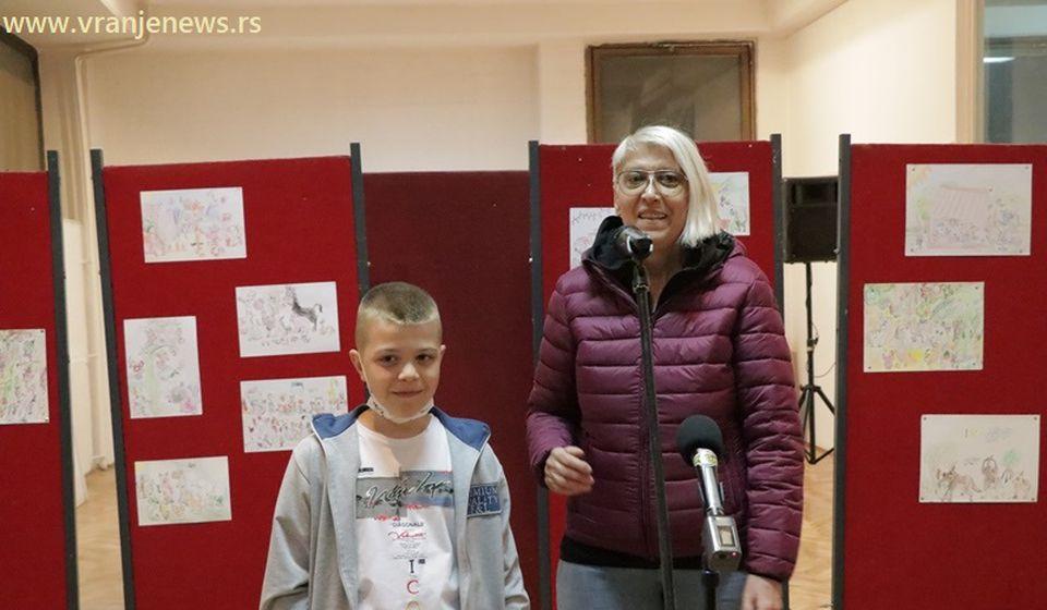 Janko Janković sa vidoteljkom Likovne radionice Vesnom Marinković Stanković. Foto Vranje News
