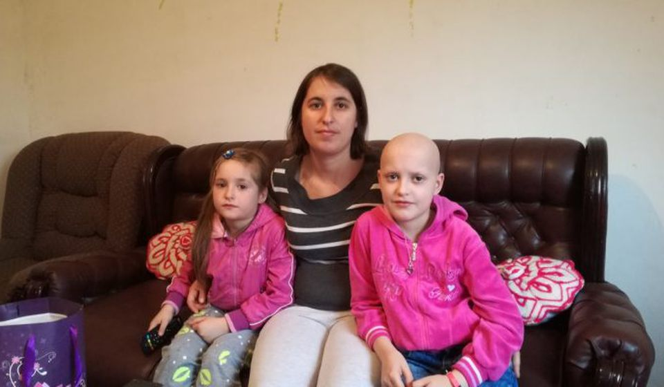 Anja sa majkom i sestrom. Foto Bujanovačke