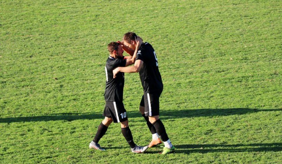 Ove sezone jedan od najubojitijih u Dinamu: Mladen Popović (desno) i kapiten Dinama Mlađan Stevanović. Foto VranjeNews