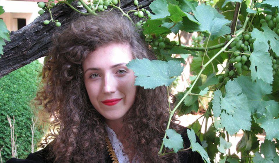Mlada pevačka nada Vranja Tijana Vučković u dvorištu Borine kuće. Foto D. Dimić (Vranje News)