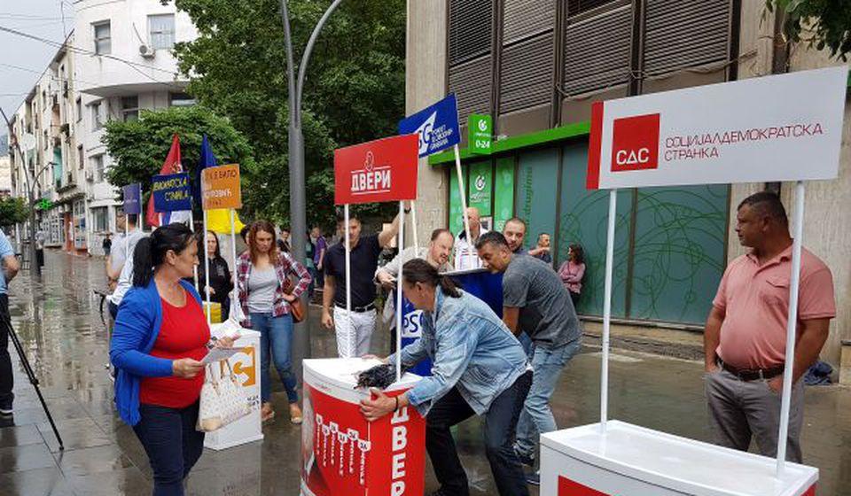 Prošle subote kiša omela akciju opozicije. Foto VranjeNews