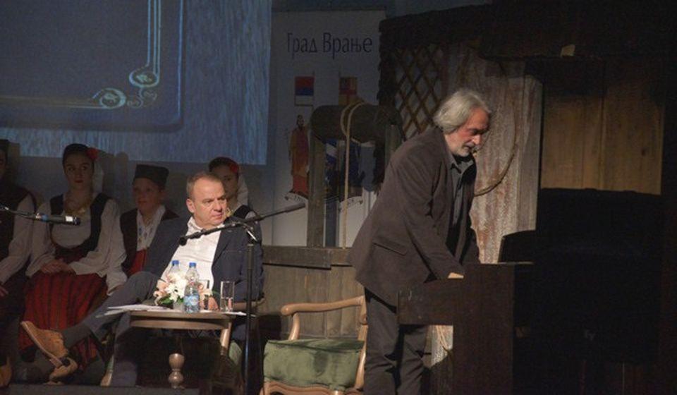 Rade Radivojević pojedine teze o vranjskoj pesmi ilustrovao i melodijski. Foto Vranje News