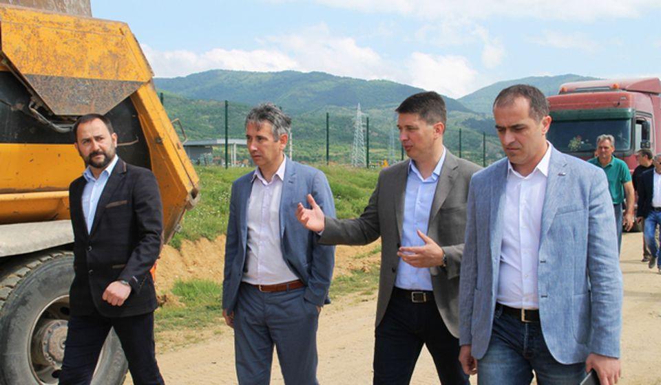 Najviši rukovodioci Grada i SNS-a sa državnim sekretarom Stevanovićem. Foto VranjeNews
