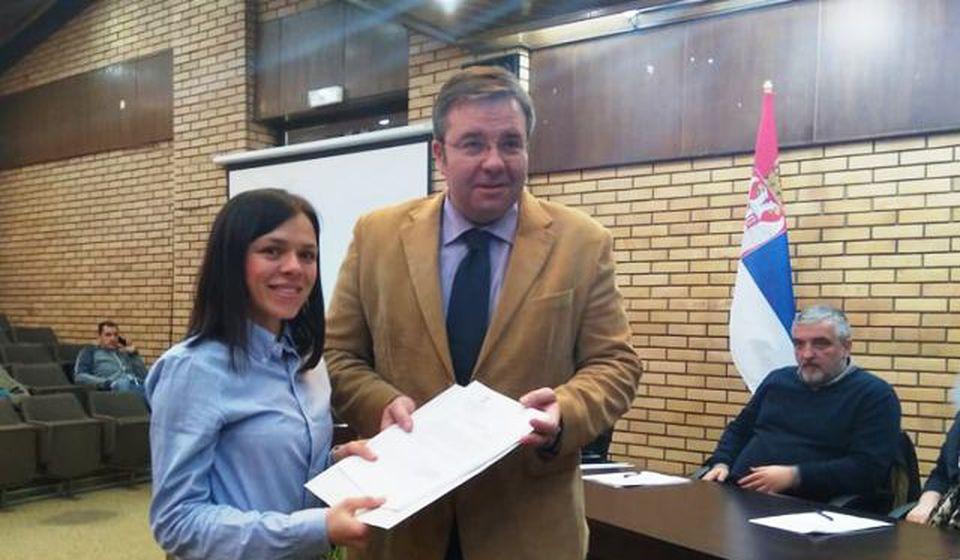 Jovana Antić sa pomoćnikom ministra Đorđem Milićem. Foto ilustracija, VranjeNews